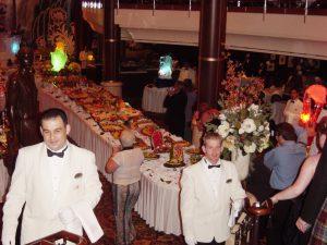 Les maîtres d'hôtel fiers de leur Buffet