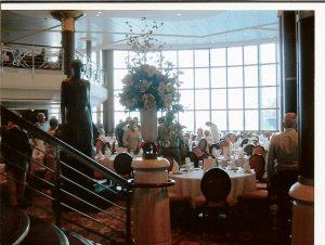 2004-04-bateau-grande-verriere-de-la-salle-a-manger