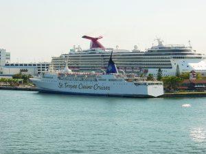 D'autres navires au port