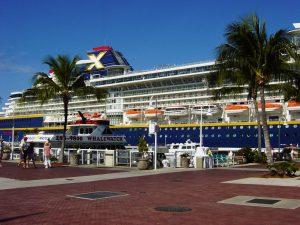 autre vue partielle du navire au port