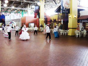 Danse typique au port