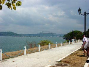 Pont des Amériques (sur le Canal de Panama) reliant les deux Amériques