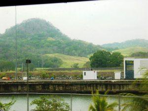 Vue du Canal depuis le train