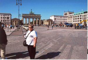 Micheline devant la Porte Brandebourg