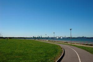Baie de Tallinn et le Constellation au loin