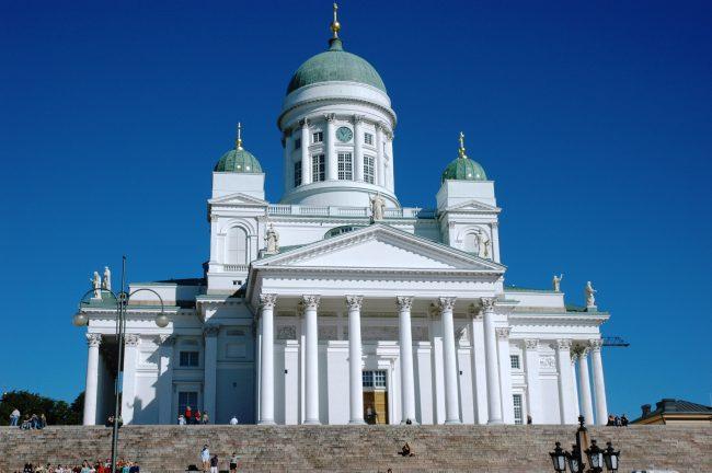 Place du Sénat (Helsinki), Cathédrale luthérienne d'Helsinki, Néo-classicisme