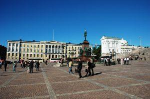 La statue du tsar Alexandre II et Place du Sénat (Helsinki),