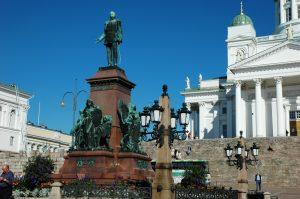 La statue du tsar Alexandre II et Place du Sénat (Helsinki), Cathédrale luthérienne d'Helsinki, Néo-classicisme