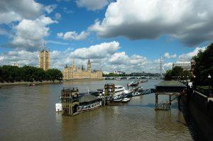 Tour et Parlement de Londres sur la Tamise