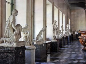 2005-09-russie-st-petersbourg-lermitage-statue-de-la-galerie-modifie_1