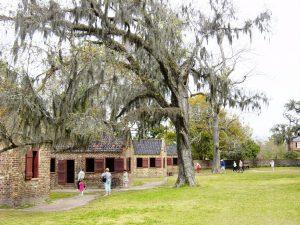 Rangée de maisons d'esclaves