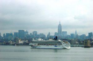 Un bateau NCL arrive à NY