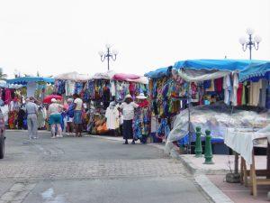 Les marchés aux puces Marigot est la ville française de St.Martin