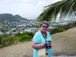 Micheline en excursion ( la ville en arrière-plan)