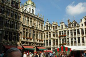 La grande place avec ses édifices médiévales