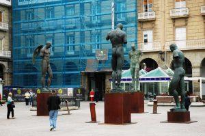 Les sculptures de place Maria Pita.