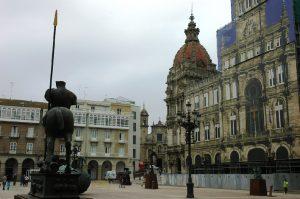 Palais Maria Pita, hôtel de ville, place Maria Pita en restauration