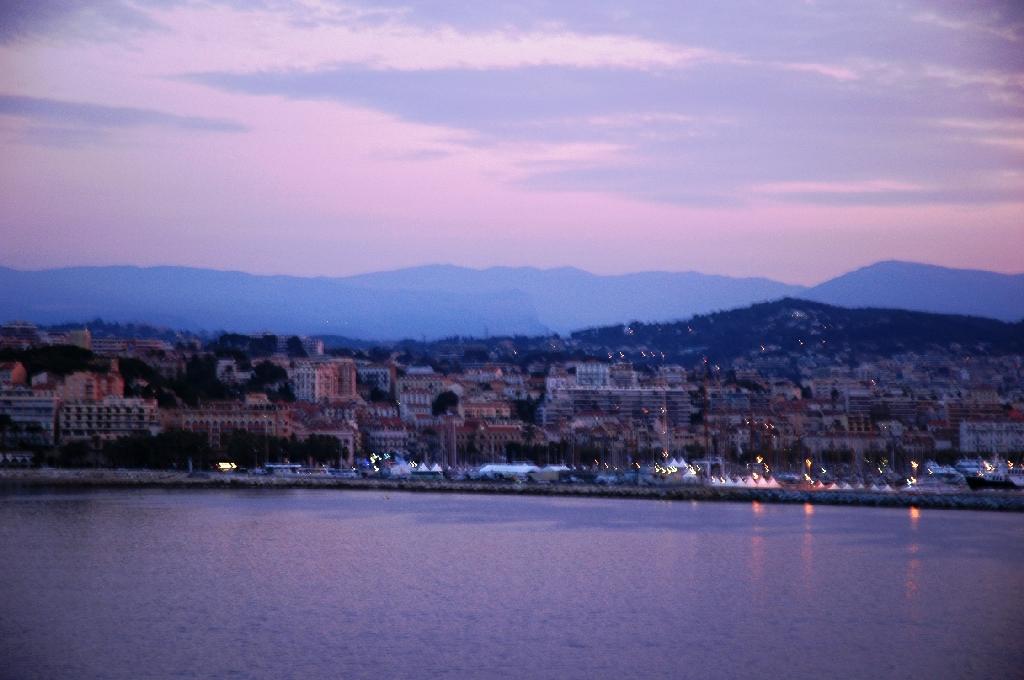 Cannes au coucher du soleil