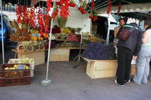 Kiosque de fleurs au marché