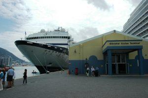 Notre navire à gauche