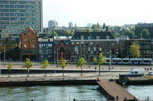 Vue de la ville depuis le port