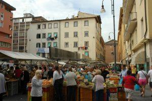 Il y a foule au marché