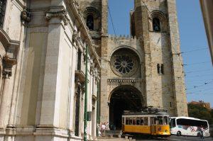 Sé de Lisboa ---- > La cathédrale de Lisbonne, ou l'église de Santa Maria Maggiore