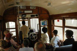 Dans un tram en excursion