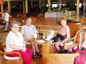 Micheline, Bernie et Raymonde au bar