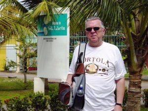 Daniel au port de Ste-Lucie avec un chandail de Tortola