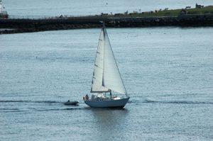 Un voilier au port
