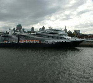 L'Eurodam de Holland America, au port