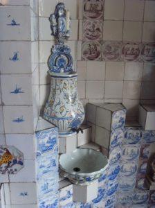 Lavabo dans la cuisine de la maison Haute-Ville (Victor Hugo)