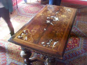 Table basse de la maison Haute-Ville (Victor Hugo)