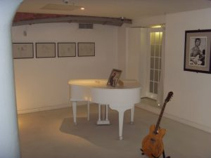 Reconstitution de l'appartement et du piano de John Lennon (Imagine)