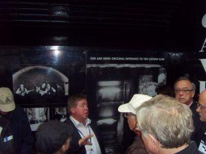 Entrée originale du Cavern club et notre guide