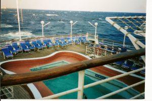 Pas de stabilisateur sur ce navire - la piscine se vide...