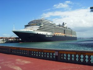 Eurodam de Holland America au port