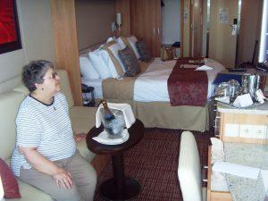 Micheline regarde le choix des excursions