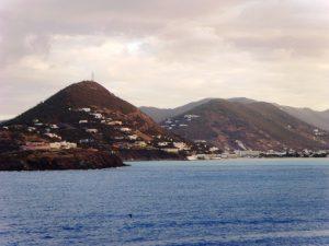 À l'approche de l'île