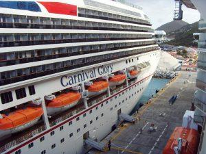 Le Carnaval Glory au port
