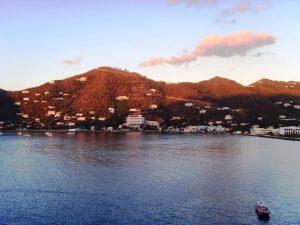 L'approche au port tôt le matin