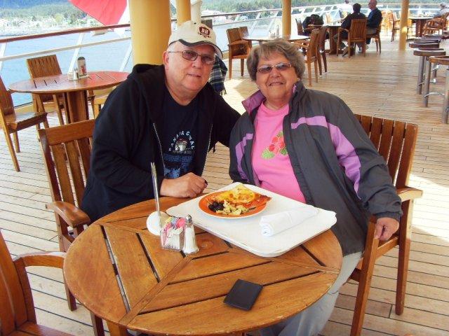 Daniel et Micheline a Sitka vue du pont 10